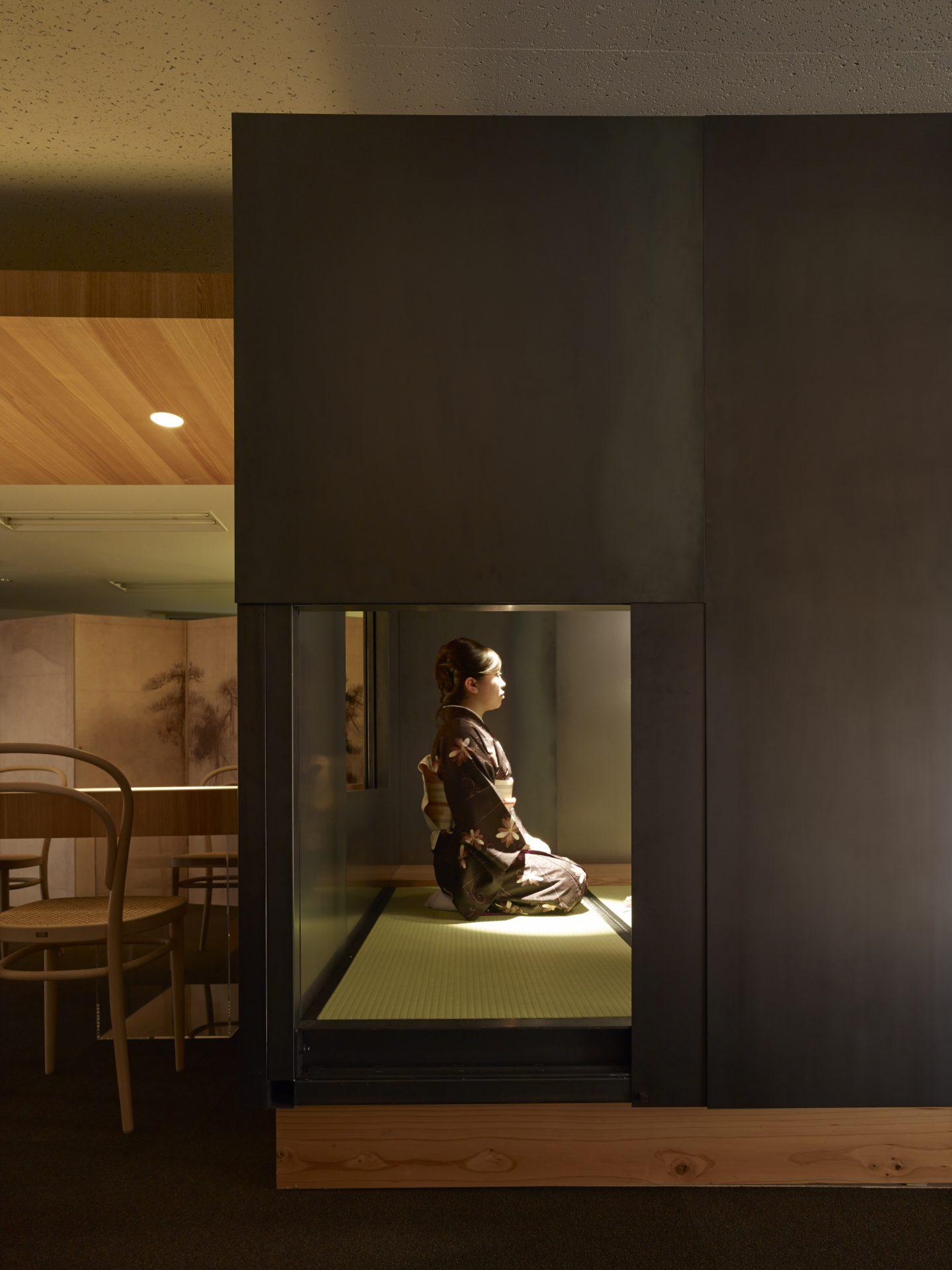 大阪松原の家の鉄の茶室02