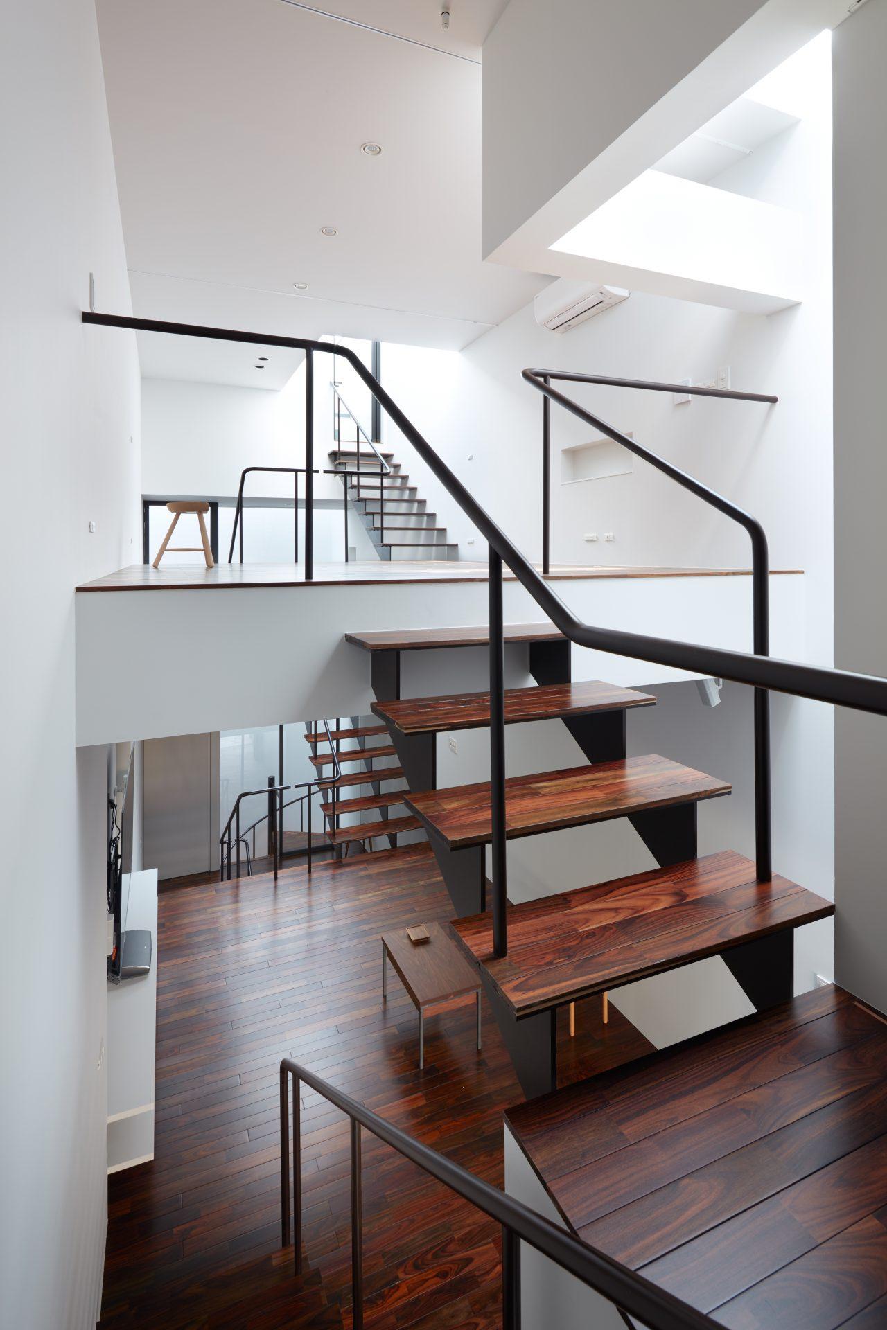 大阪南田辺の家の階段03