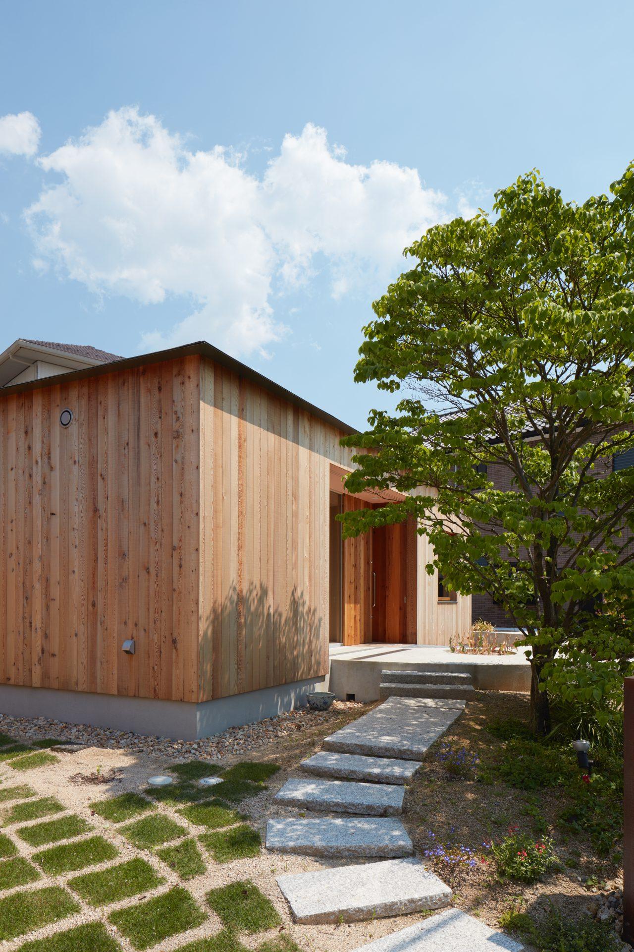 広島向洋の家のアプローチ