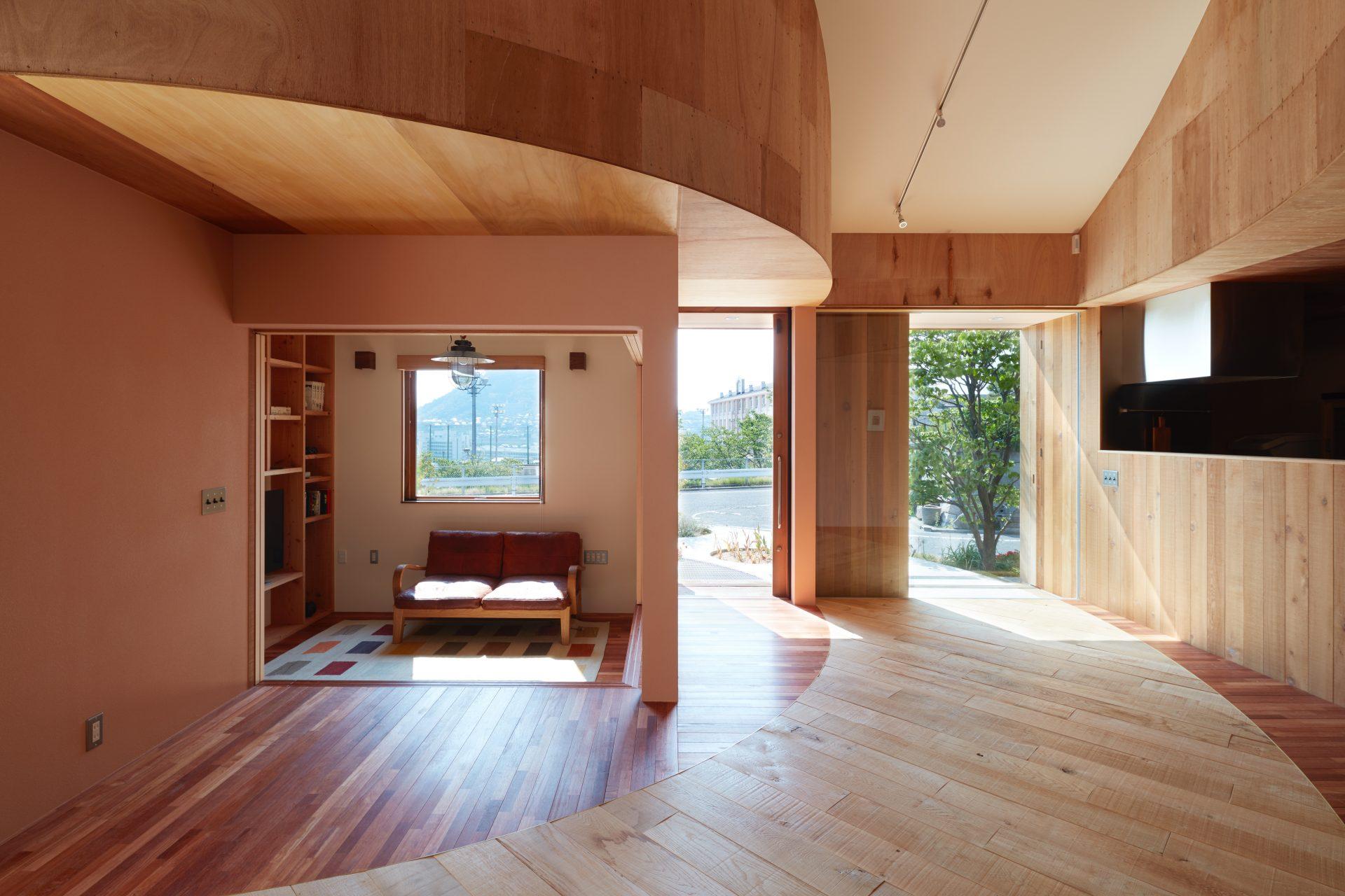 広島向洋の家のリビングダイニング01