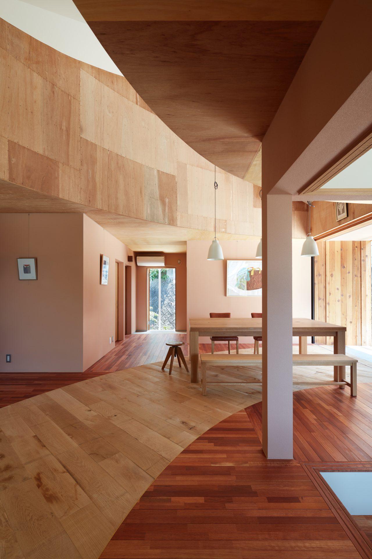 広島向洋の家のリビングダイニング02