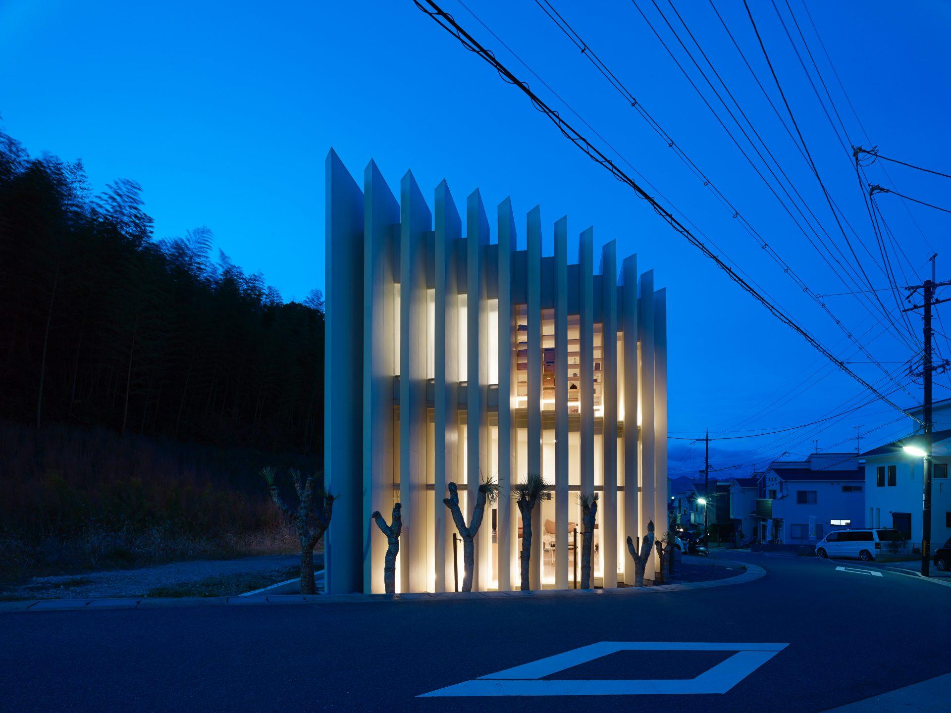 京都向日の家の外観(夜景)01