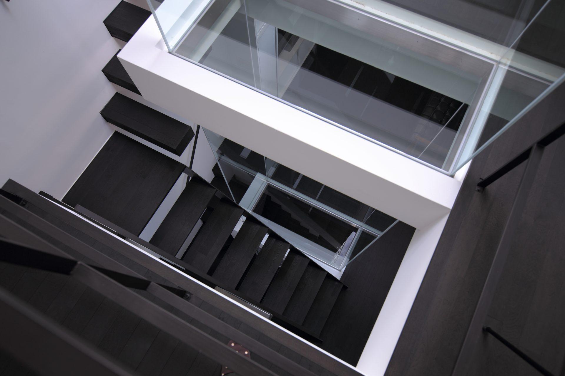 兵庫武庫之荘の家の階段02