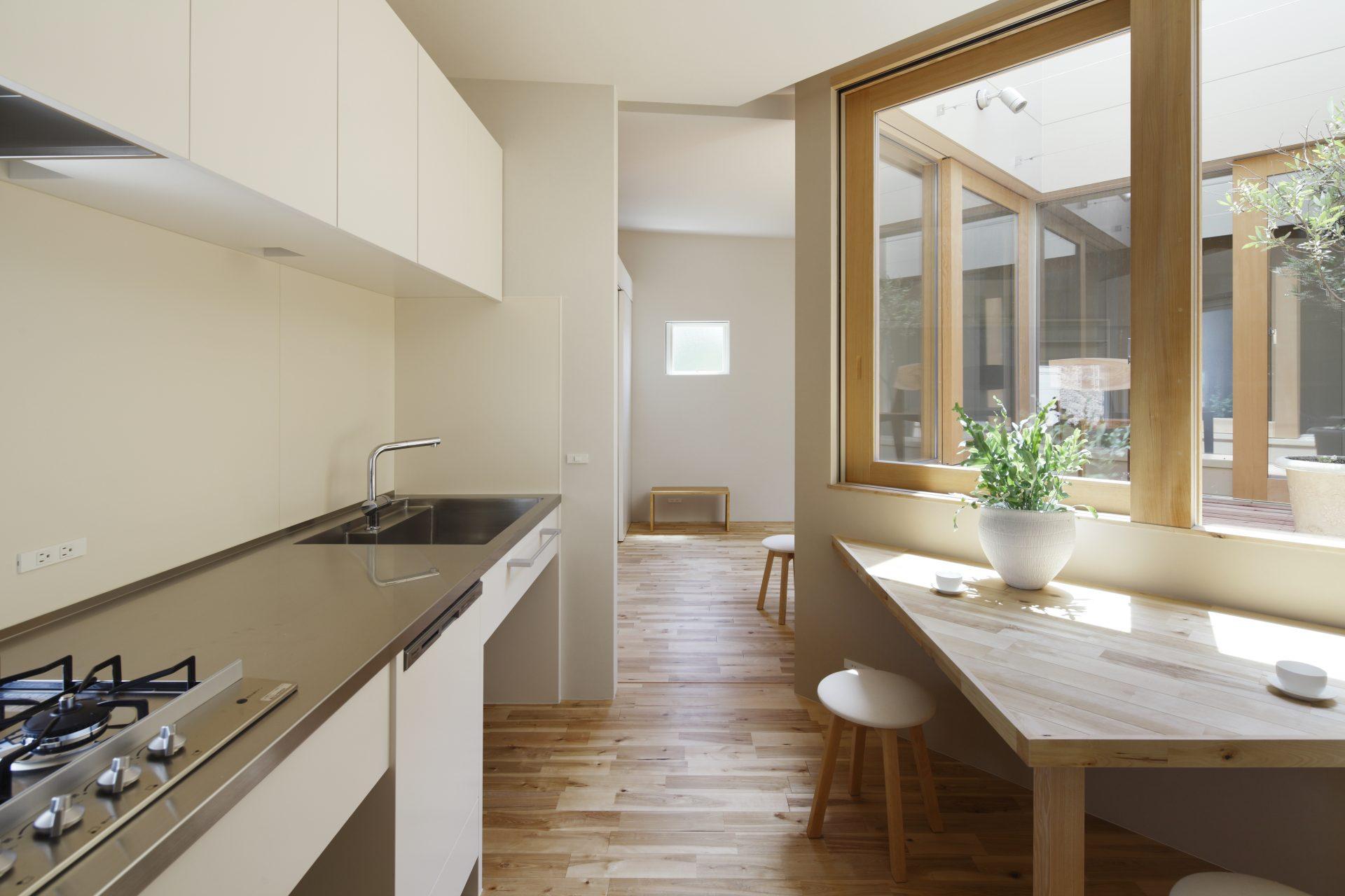 大阪長瀬のバイクガレージハウス|建築士の注文住宅のダイニングキッチン02