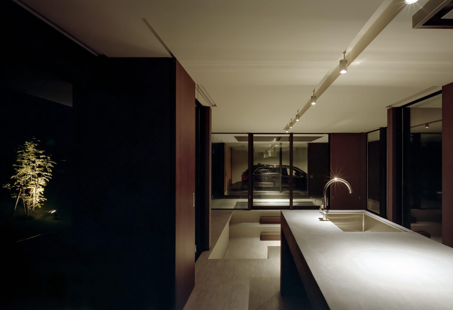 徳島鳴門の家のキッチン(夜景)