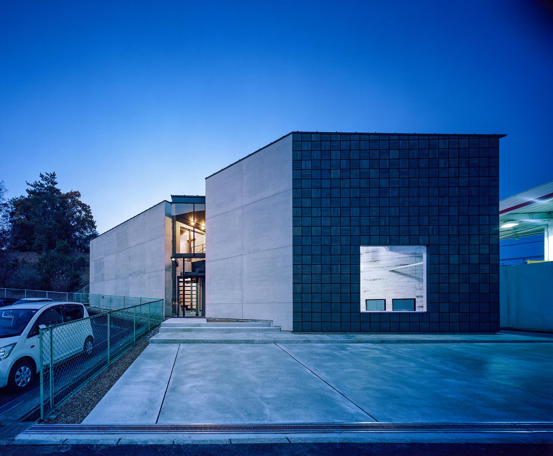 奈良学園前の家の外観(夜景)