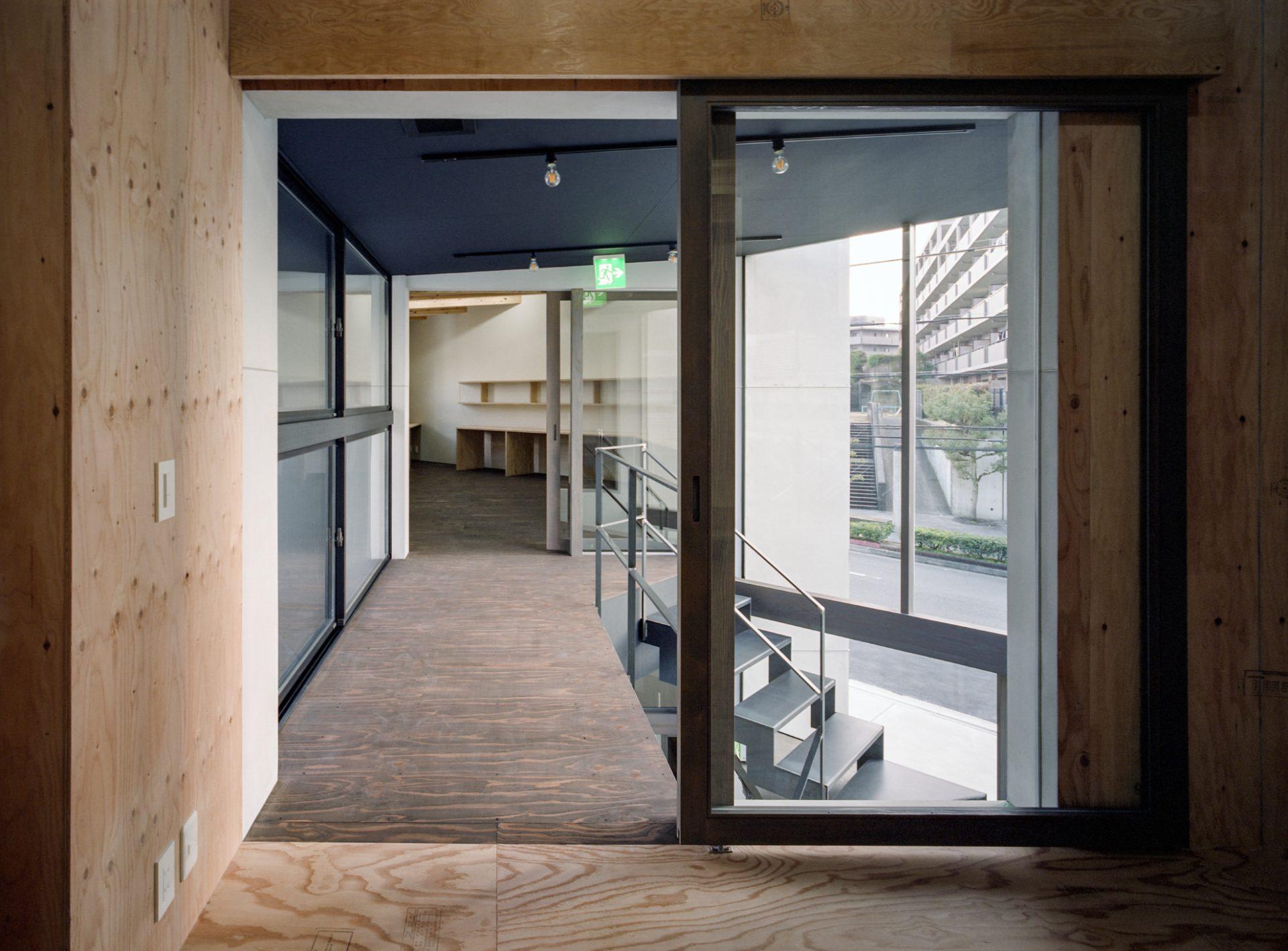 奈良学園前の家の渡り廊下01