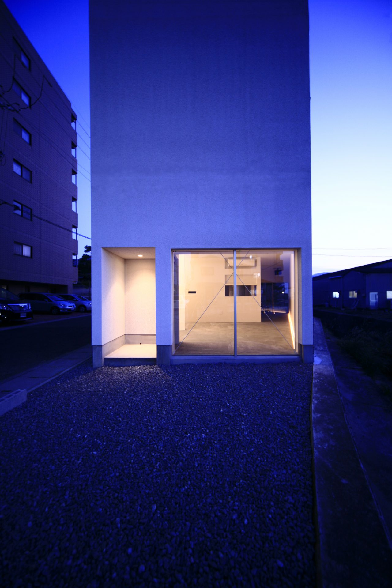 奈良五位堂の店舗兼住宅の外観(夜景)