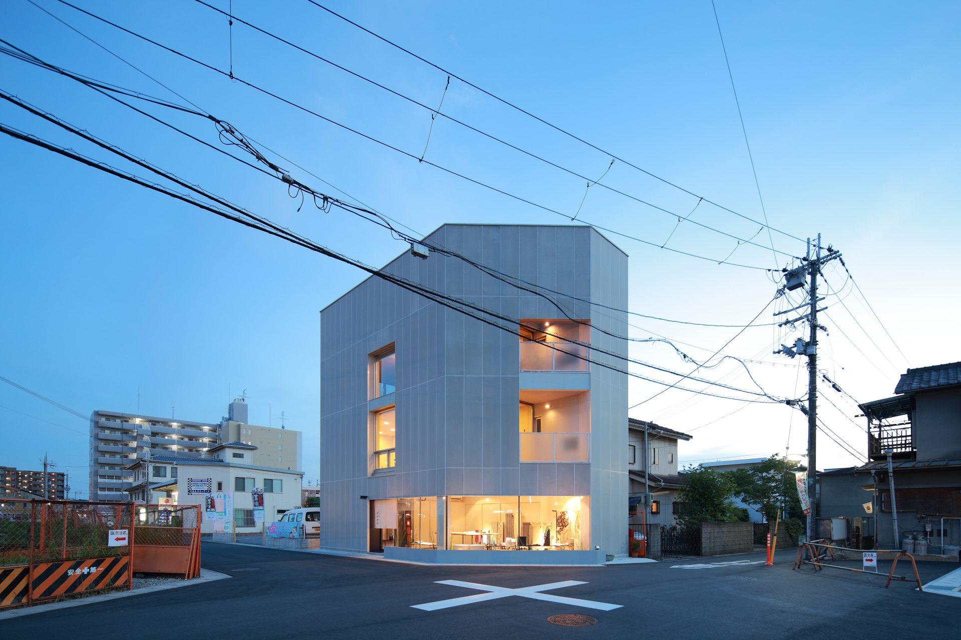 奈良西大寺の店舗+住宅の外観(夜景)01