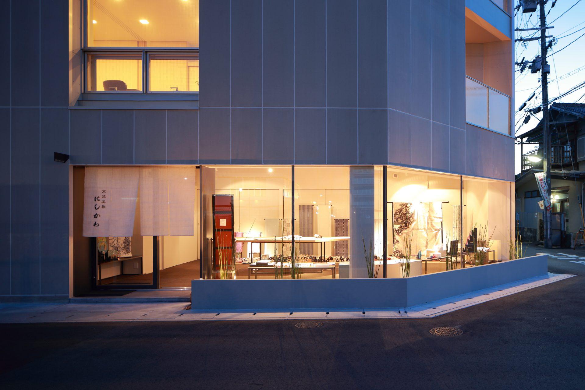 奈良西大寺の店舗+住宅の外観(夜景)02