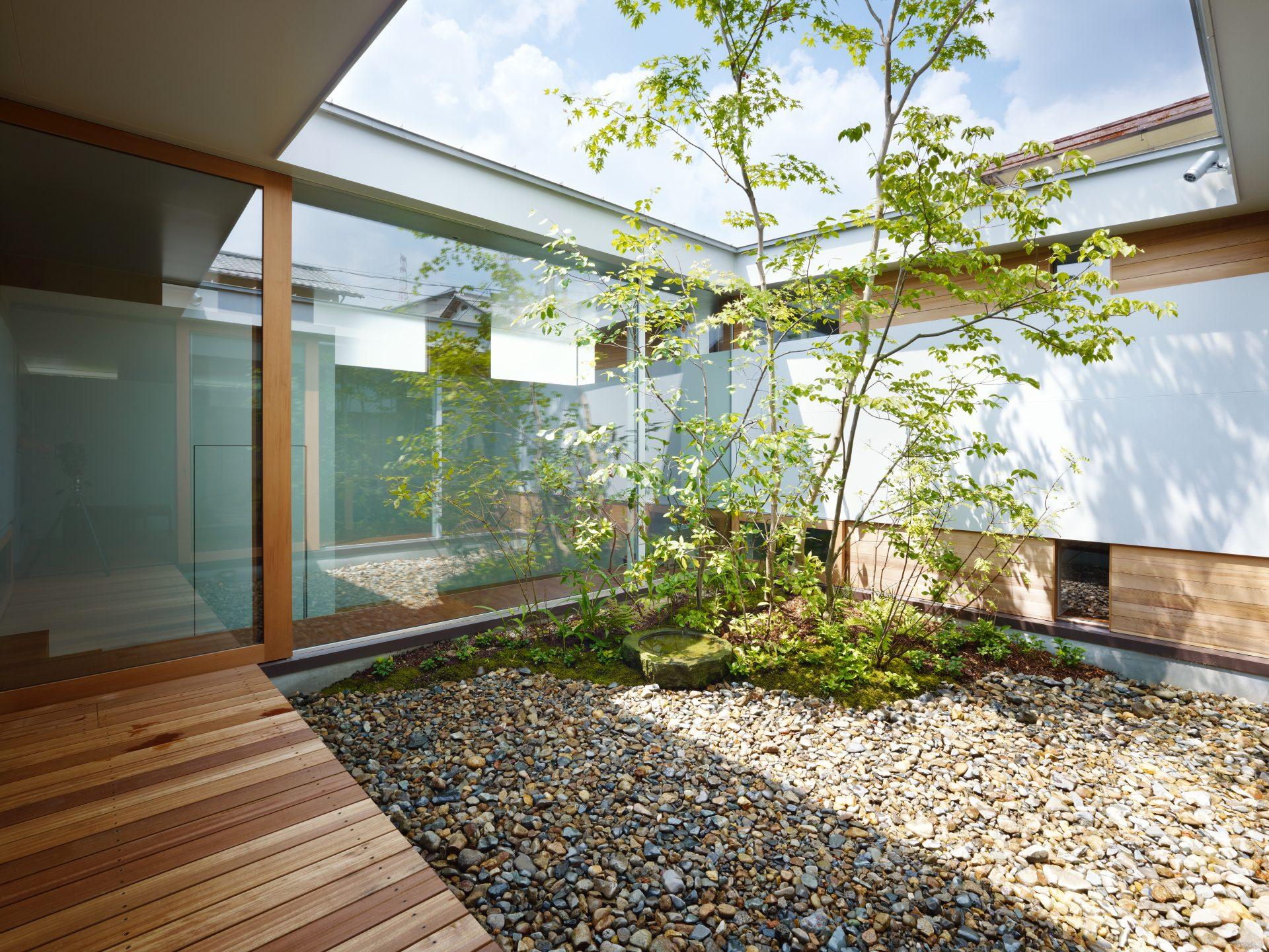 奈良関屋の家の中庭02