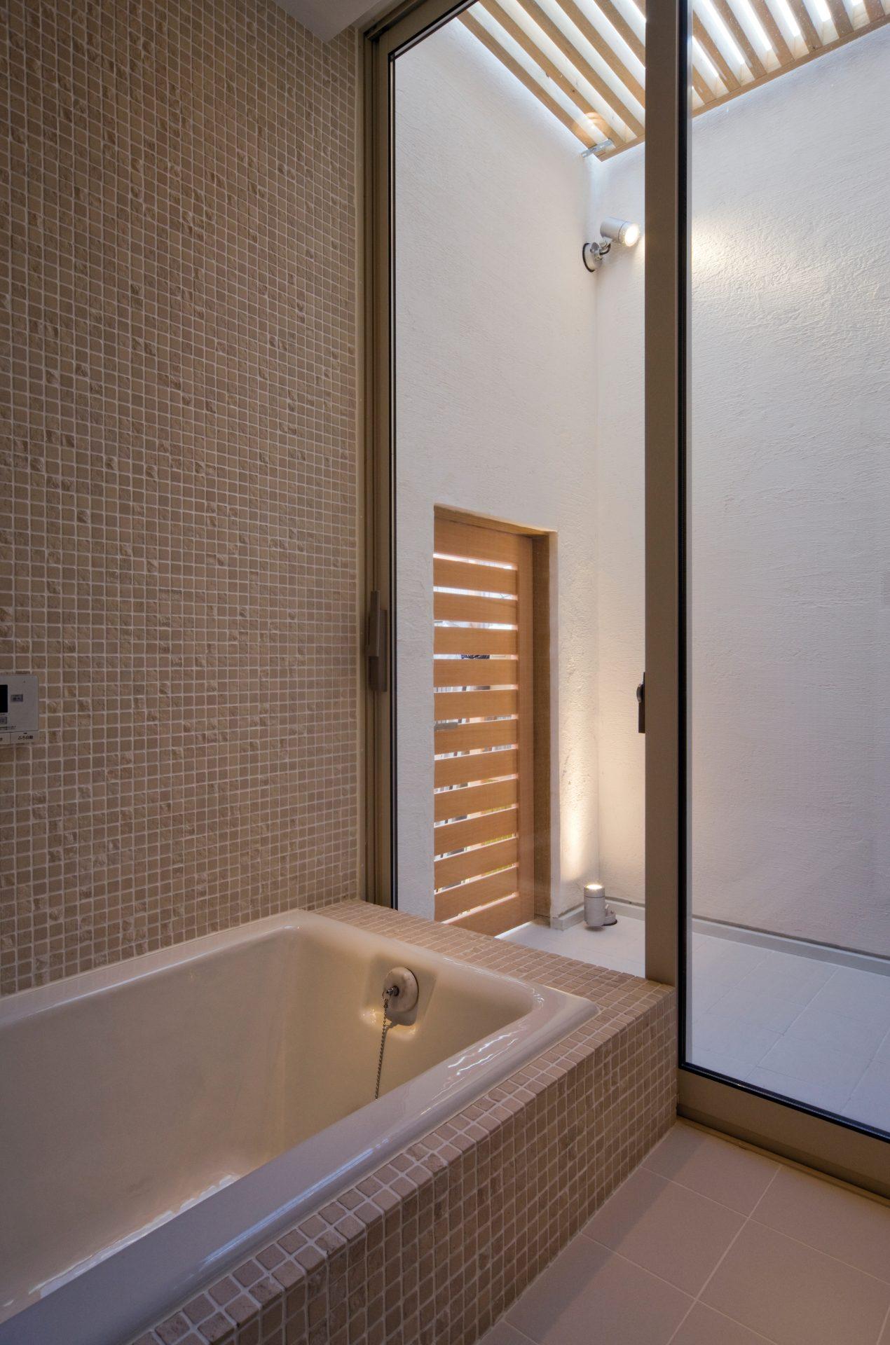 奈良四条大路の家の浴室