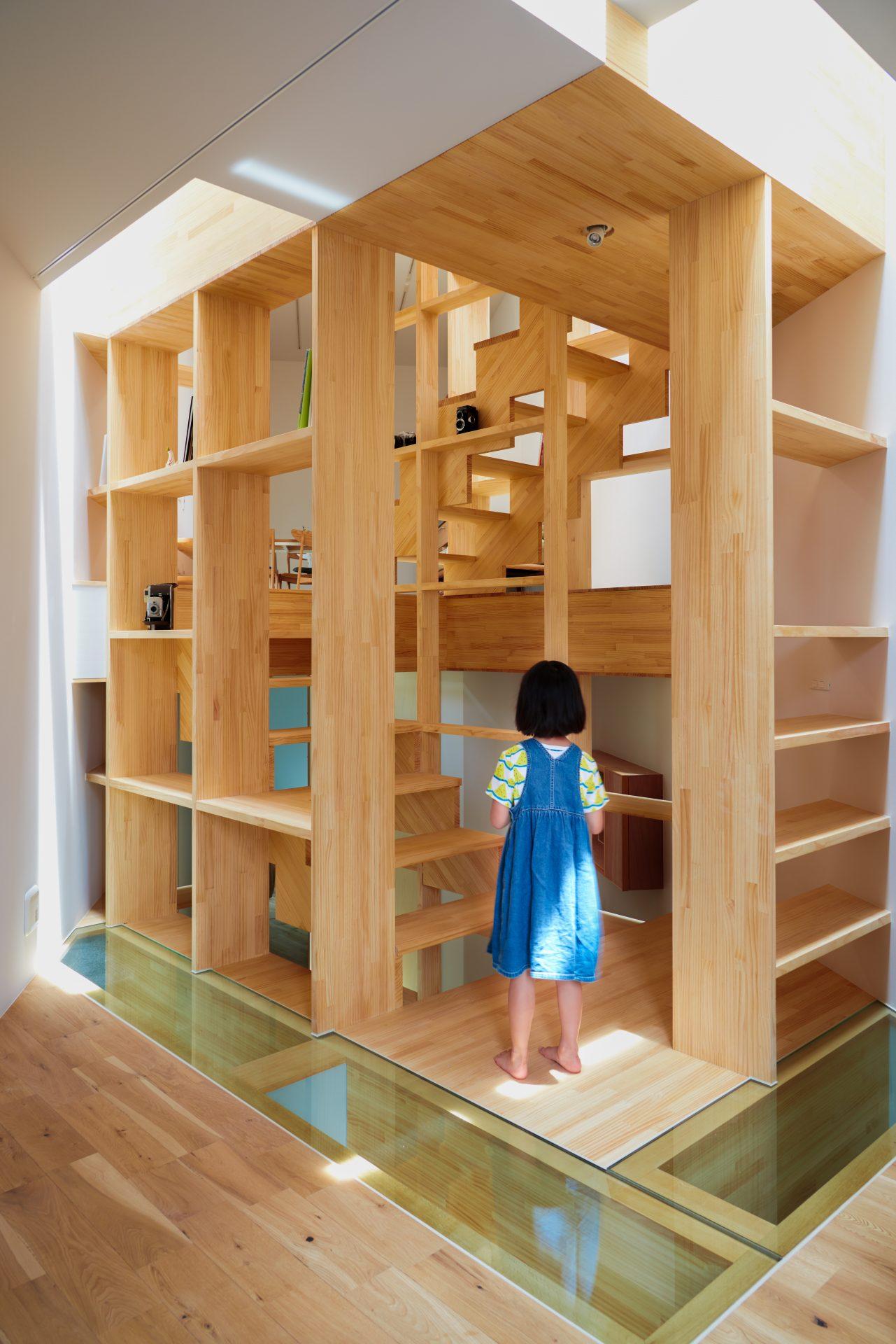 大阪帝塚山の家の階段03