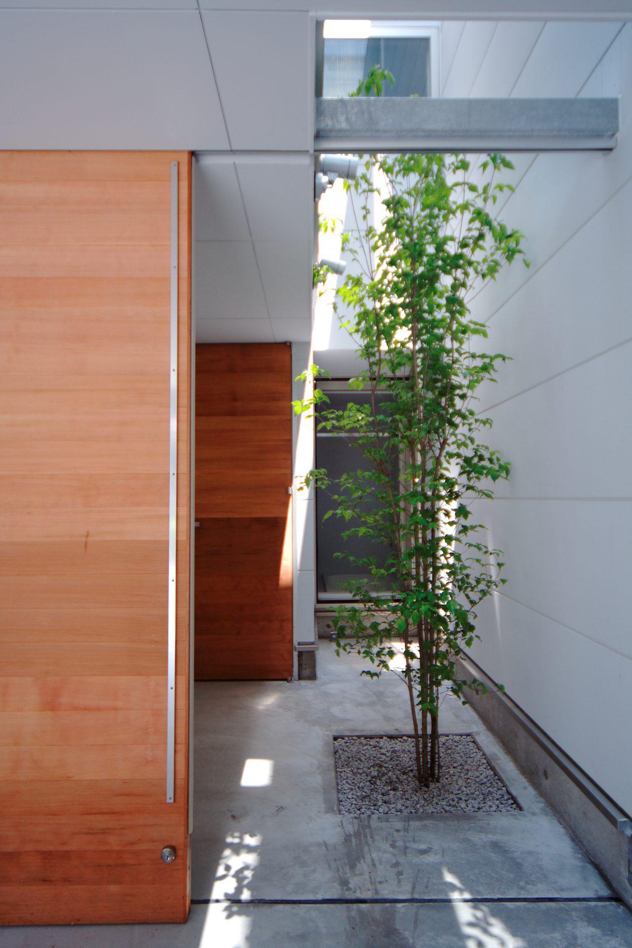 大阪此花の小さな家のアプローチ