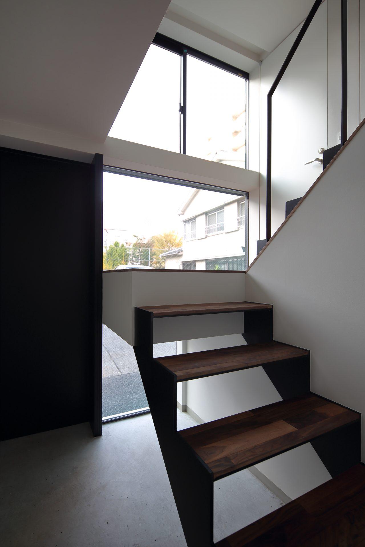 大阪上本町の小さな家の階段01