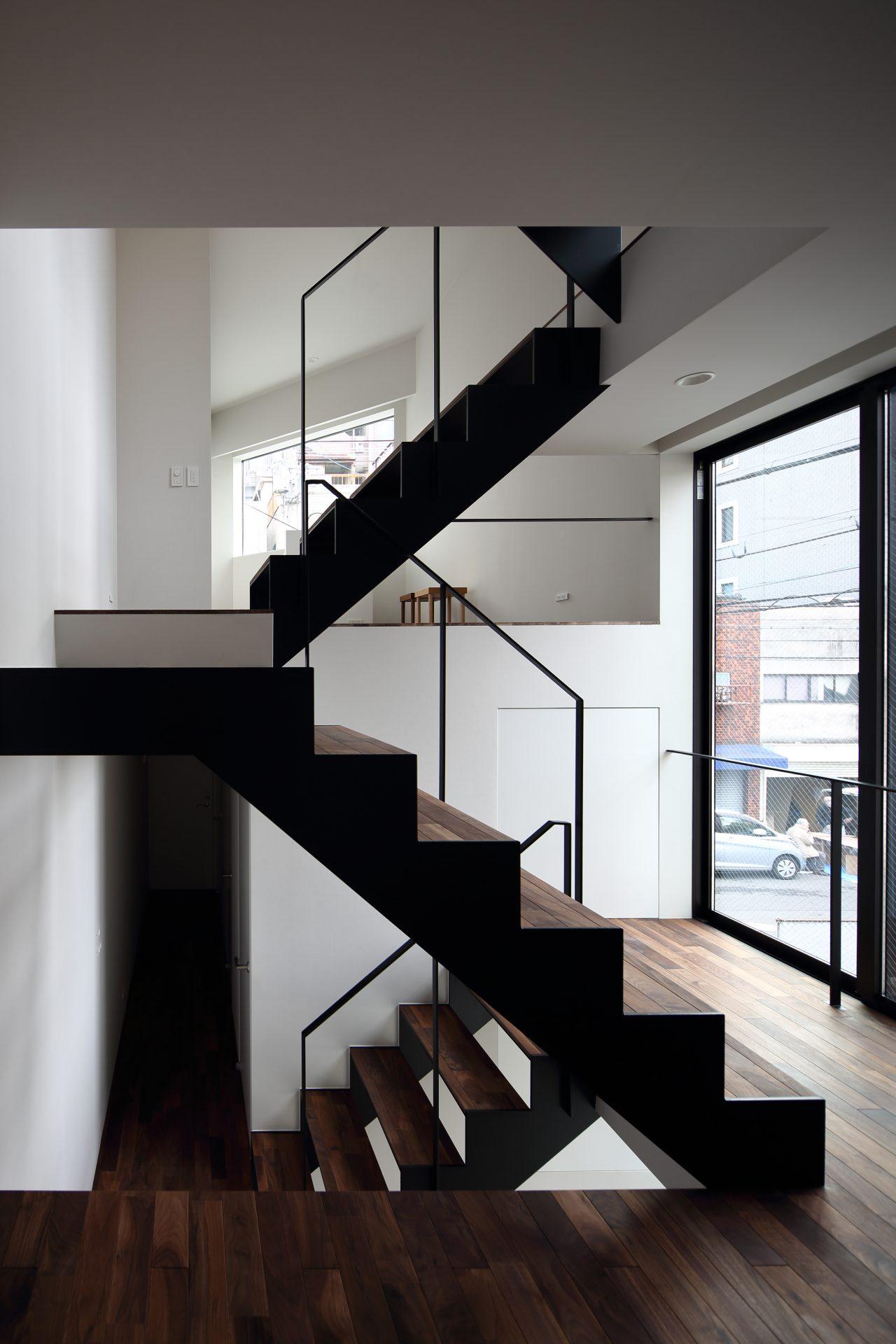 大阪上本町の小さな家の階段02