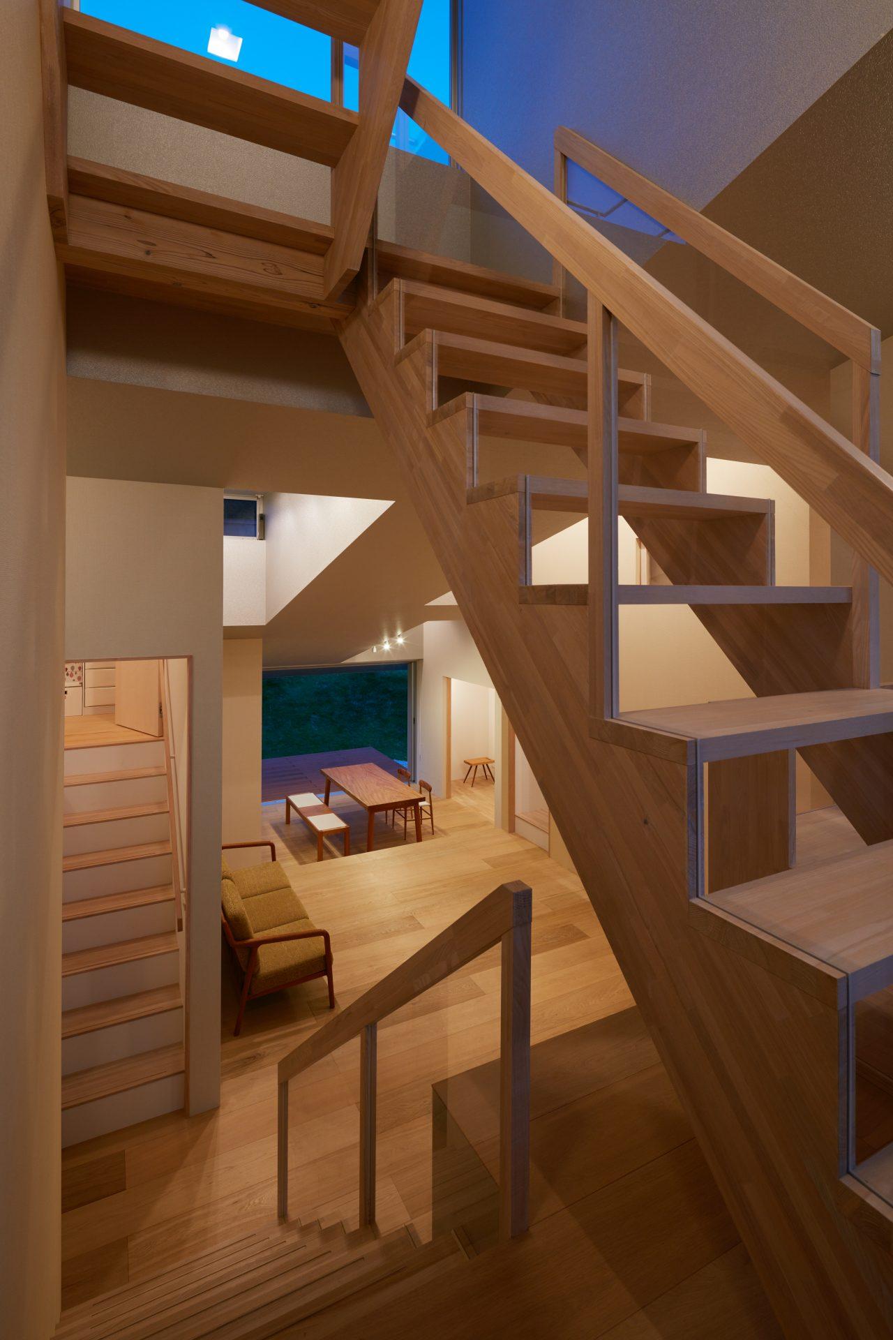 徳島徳島の家の階段(夜景)