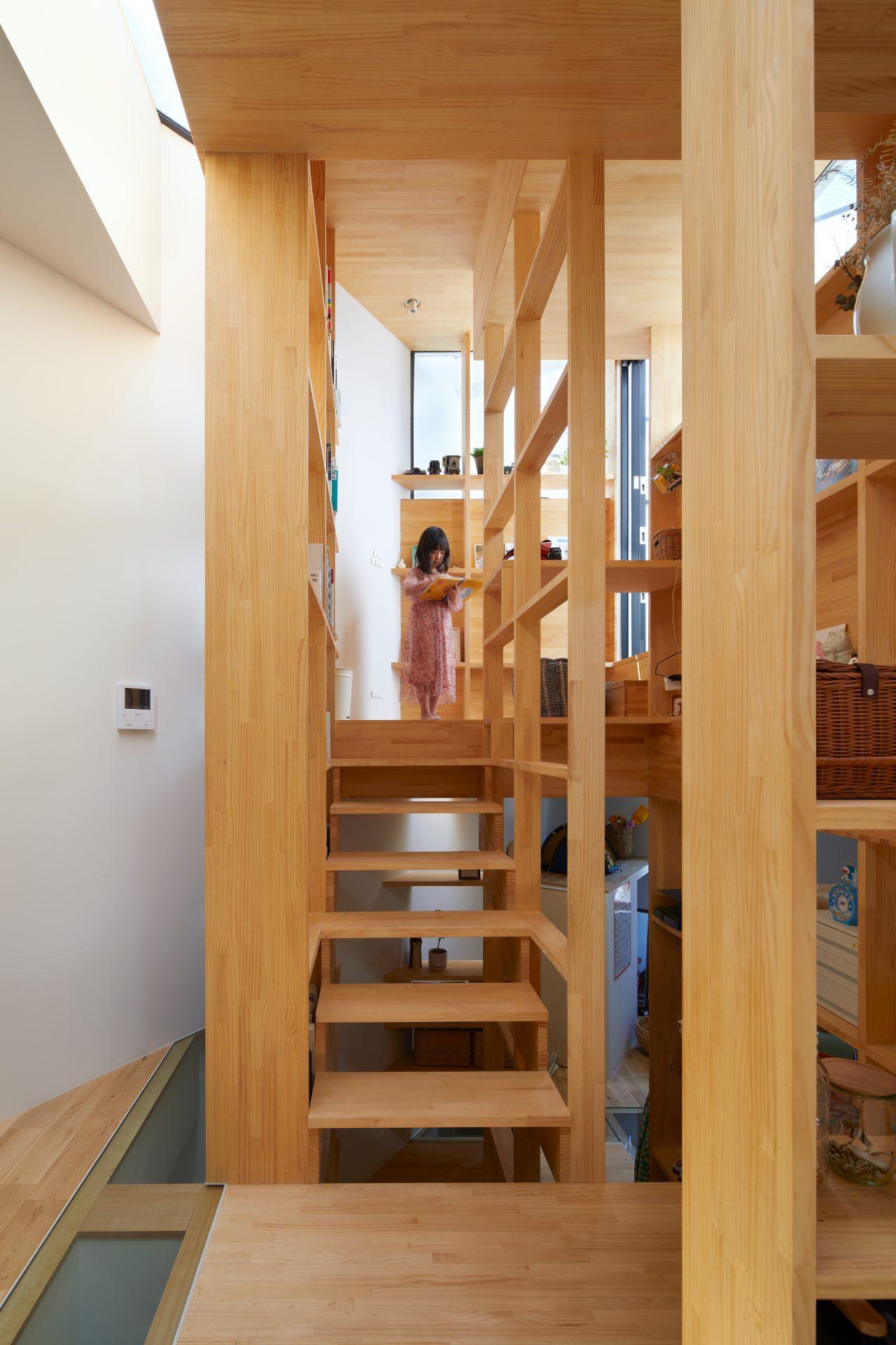 大阪帝塚山の家の階段04