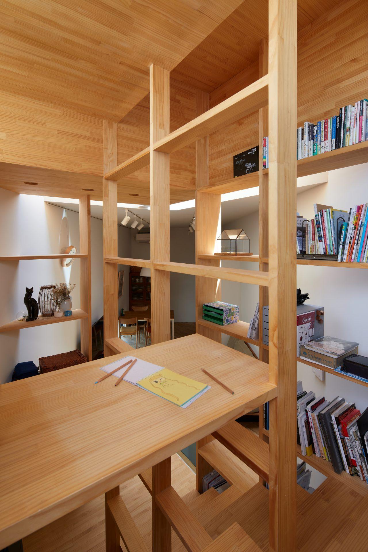 大阪帝塚山の家の階段08
