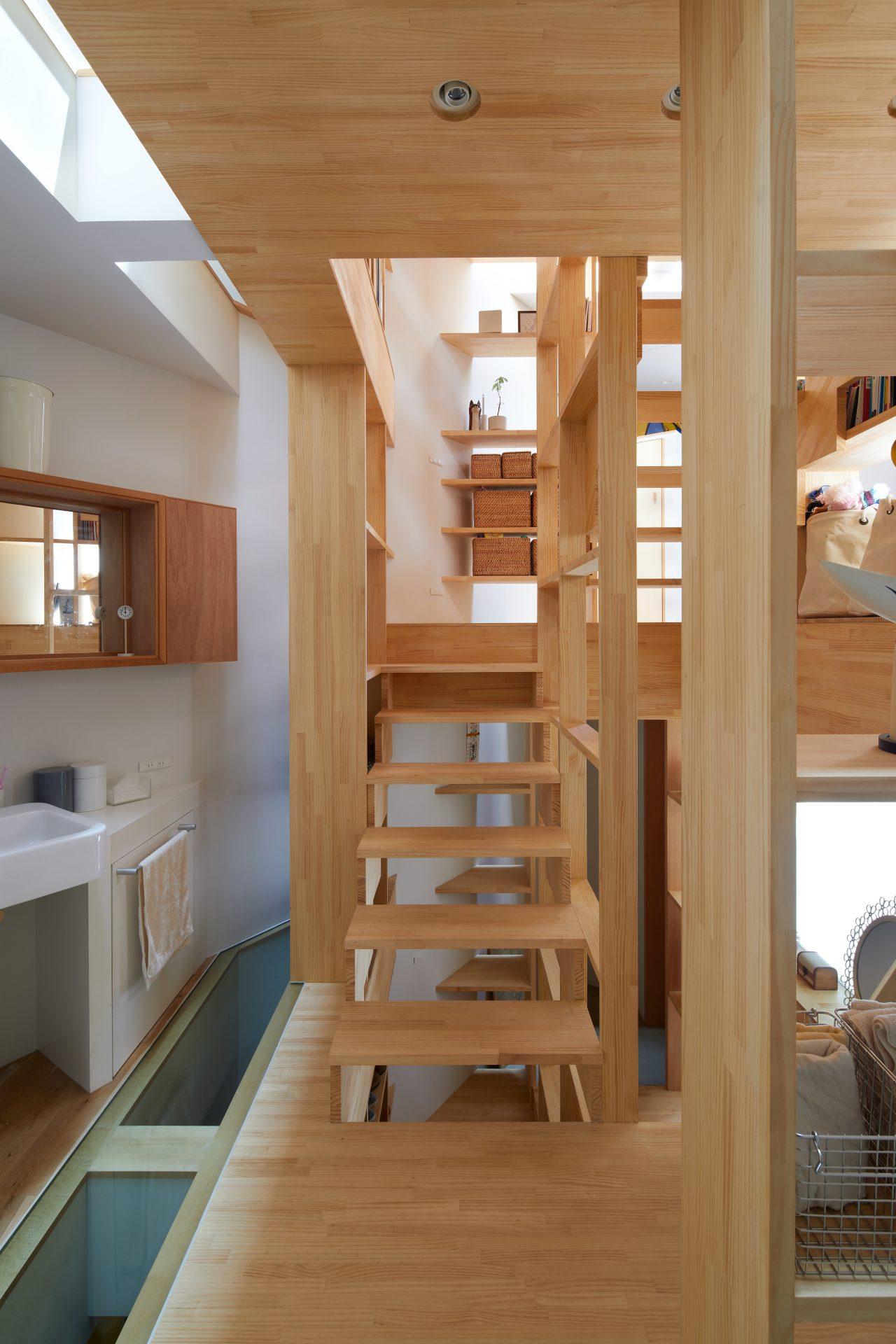 大阪帝塚山の家の階段09