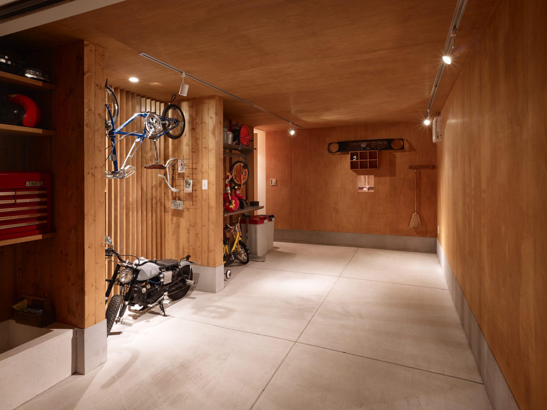 兵庫西宮の家のガレージ