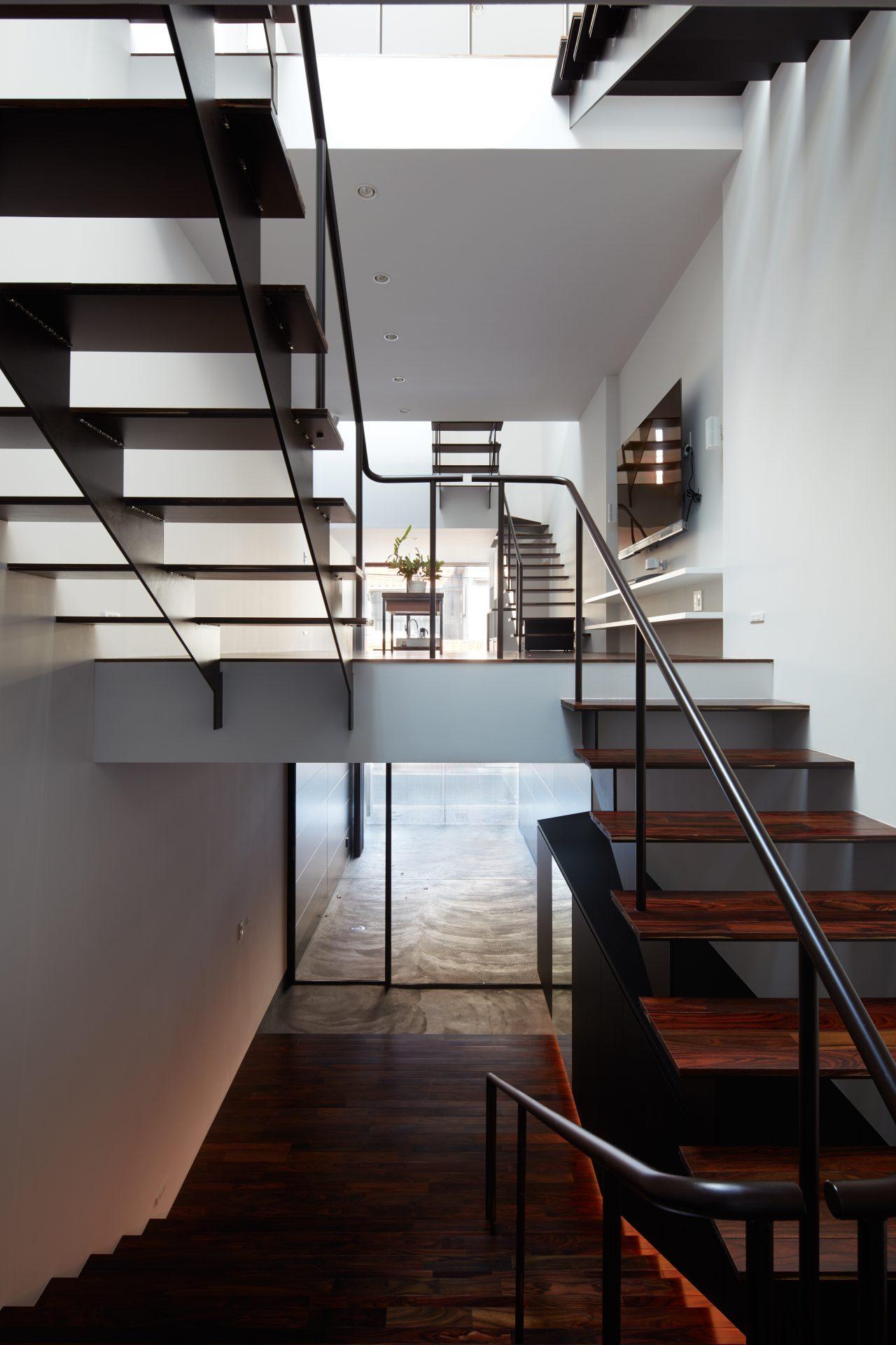 大阪南田辺の家の階段01