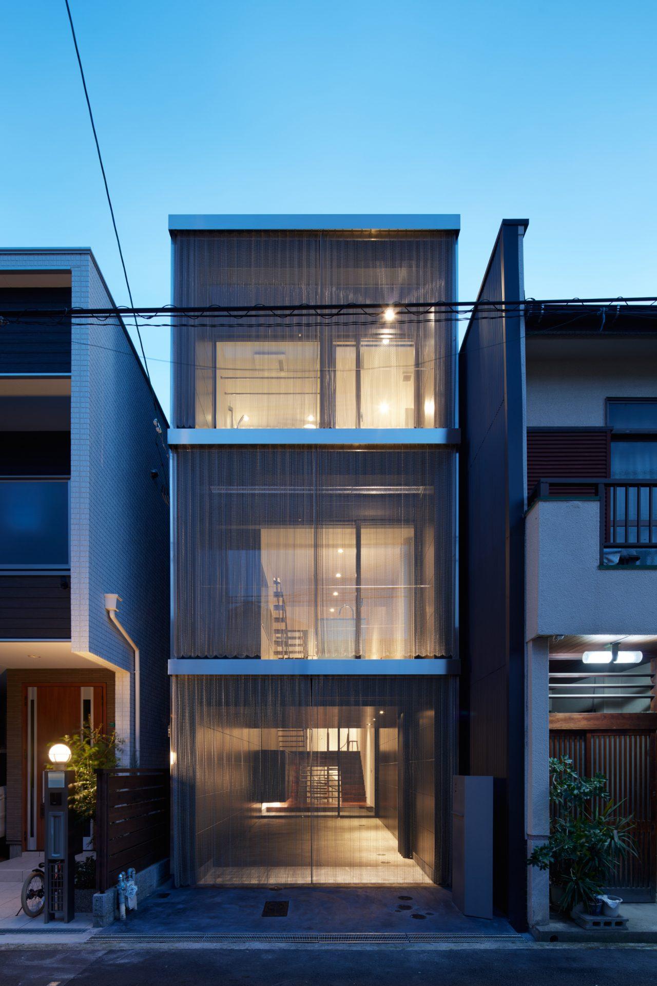 大阪南田辺の家の外観(夜景)
