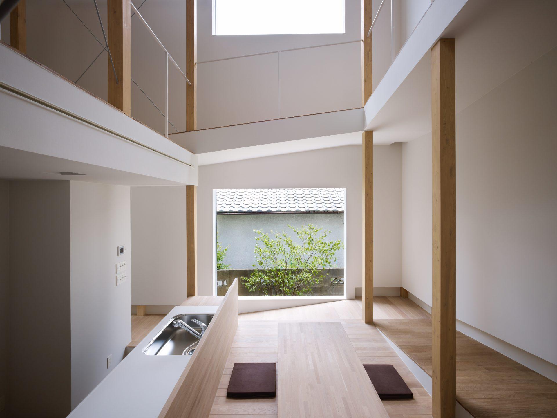 大阪スロープの家のダイニングキッチン01
