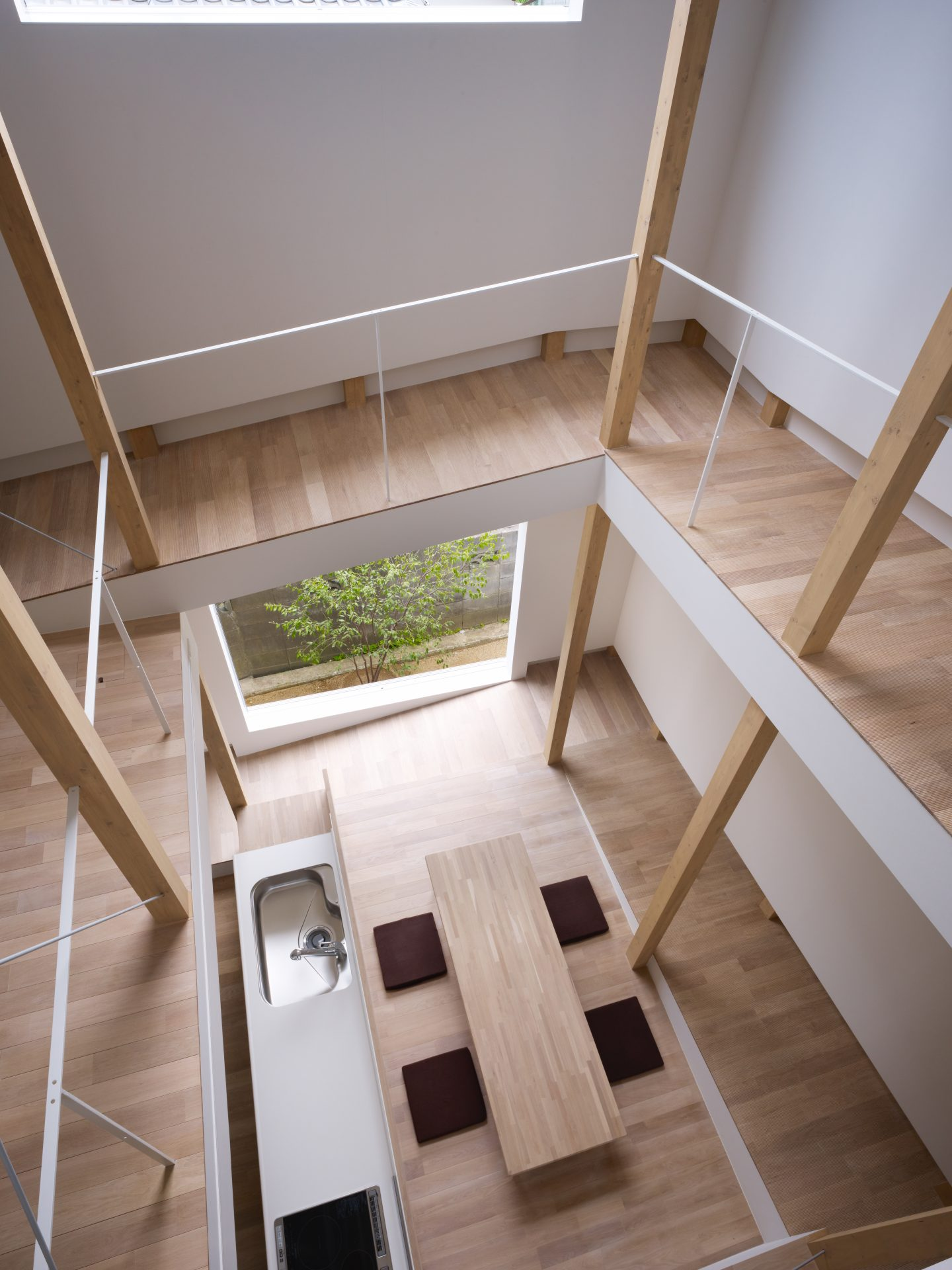 大阪スロープの家の吹き抜け02