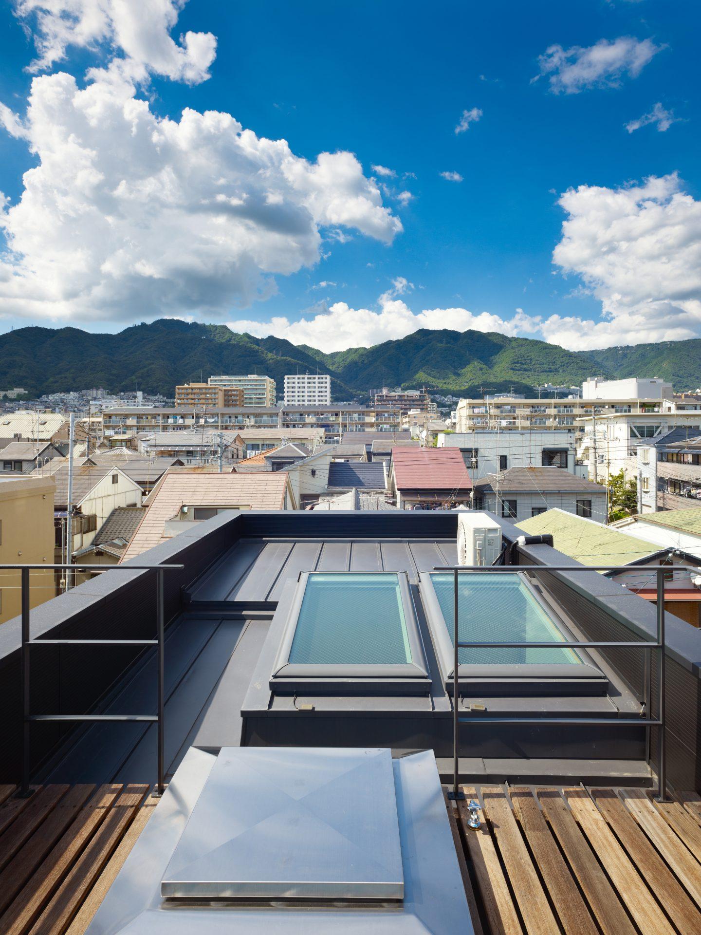 兵庫神戸の小さな家の屋上