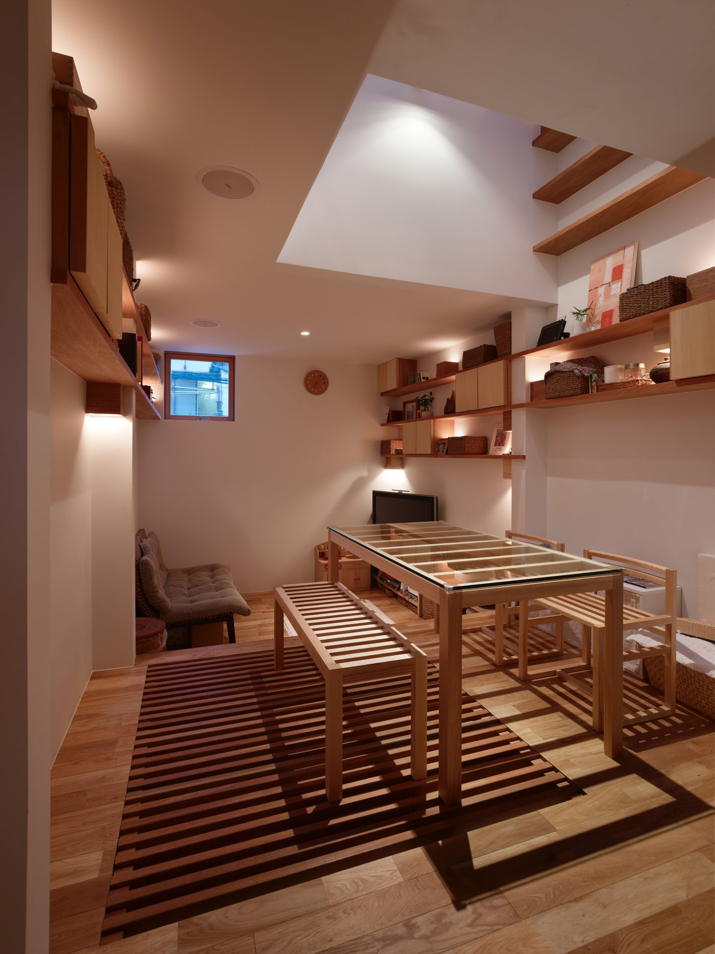 兵庫神戸の小さな家のダイニング(夜景)