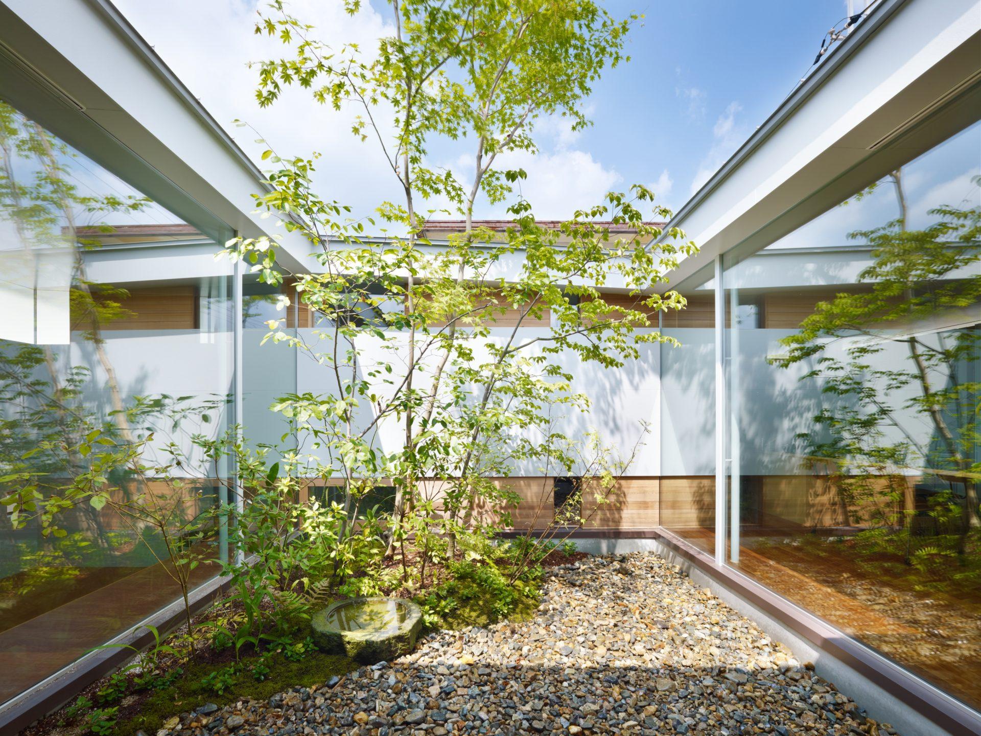奈良関屋の家の中庭01